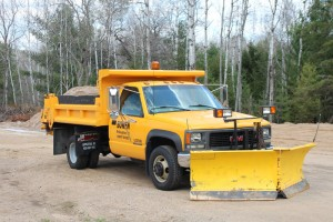 Plow/dump truck equipment plow